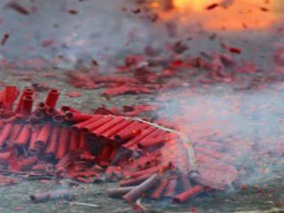 वाढत्या प्रदूषणामुळे देहली-एनसीआर परिसरात फटाके विकण्यावर बंदी
