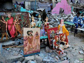 पाकिस्तानमध्ये देवतांच्या मूर्तींची तोडफोड करून अवशेष नाल्यात फेकले !
