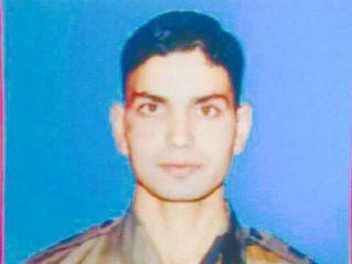 काश्मीरमध्ये आतंकवाद्यांकडून सैन्याधिकार्याची अपहरण करून हत्या