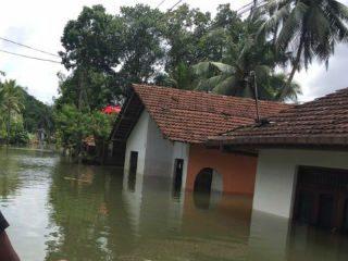 श्रीलंकेमध्ये मुसळधार पावसामुळे १०० जणांचा मृत्यू