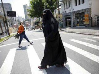 महिलांनी हिजाब परिधान केल्यास पुरुष स्वतःवर नियंत्रण ठेवू शकतात ! – ऑस्ट्रेलियातील इमाम