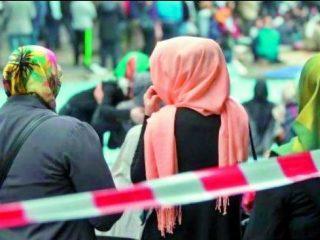 ऑस्ट्रेलियामध्ये व्यावसायिक प्रदर्शनात हिजाब घालून आलेल्या विद्यार्थिनींना लोकांनी बाहेर काढले !