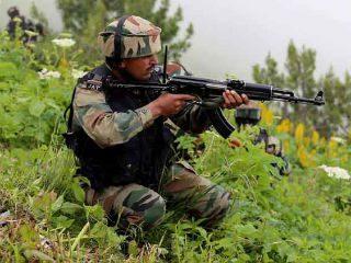 काश्मीरमध्ये आतंकवाद्यांच्या आक्रमणात २ सैनिक हुतात्मा, २ आतंकवादीही ठार