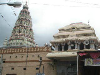 श्री विठ्ठल-रुक्मिणी मंदिर समितीतील २ रिक्तजागांवर वारकर्यांचा समावेश करणार ! – गृहराज्यमंत्री